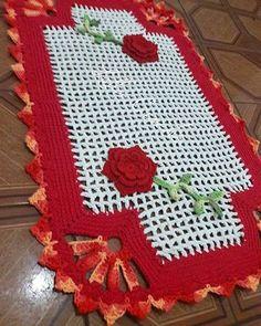 Bom dia! Já fez sua encomenda? . . . . . . #crochet #croche #centrodemesa #mesadecorada #casadecorada #cozinhadecorada #lardocelar #donadecasa #meular #orguevim #bomdia #tapetes #tapetesdecroche #tapetesdebarbante #crochetrug #rugs #floresdecroche #fazendoarte #crochetlovers #love
