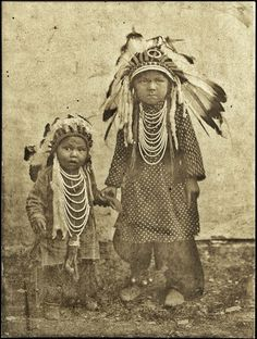 Look at the expression in each face. One horror, the other anger. What must have been happening here? Native American Children, Native American Pictures, Native American Quotes, Native American Symbols, Native American Beauty, American Indian Art, Native American History, American Indians, American Pride