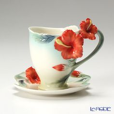 The design with flower is normally not my taste but this one can probably be an exception.