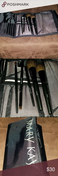Mary Kay brush set Brand new!!!! never used set of Mary Kay makeup brushes with carrying case Mary Kay Makeup Brushes & Tools