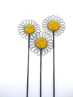 Hand formed wire dandelions on canvas - Salvabrani Wire Flowers, Beaded Flowers, Wire Crafts, Metal Crafts, Copper Wire Art, Art Fil, Hanger Crafts, Metal Yard Art, Wire Hangers