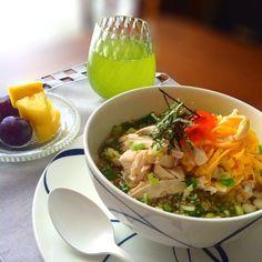 今朝は熱い鶏のスープをかけて奄美大島の鶏飯をいただきました♪♪