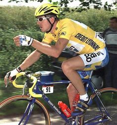 Chris Boardman in the yellow jersey at the 1997 Tour de France