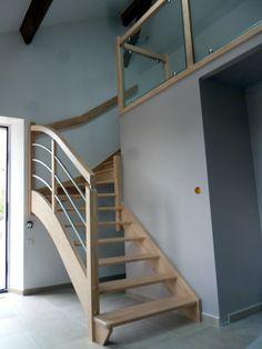 Gamme création : Escalier avec rampe inox galbé et étage vitré