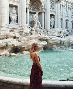 How the hell are you gonna be this alone at the Trevi Fountain.