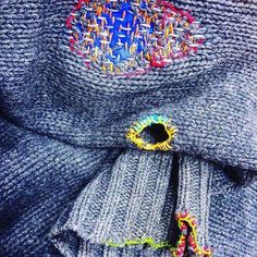Upcycling Photo by cozyblue ・・・ Visible mending on my comfiest, most favorite old sweater. Sewing Hacks, Sewing Crafts, Sewing Projects, Sewing Tips, Embroidery Applique, Embroidery Stitches, Kleidung Design, Visible Mending, Make Do And Mend
