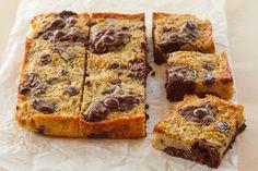 Banana Bread Brownies - Gemma's Bigger Bolder Baking Homemade Banana Bread, Make Banana Bread, Homemade Vanilla, Banana Bread Recipes, Brownie Recipes, Cake Recipes, Sweet Recipes, Brownie Sundae, Cookie Brownie Bars