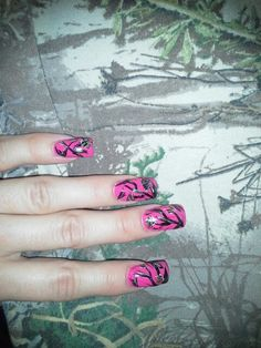 Realtree camo - I want to do my nails like this!