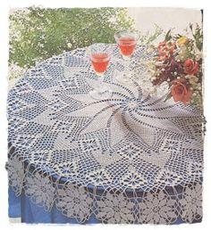 Rendinhas: Toalha de Mesa Redonda Crochet Tablecloth Pattern, Crochet Bedspread, Crochet Motif, Crochet Doilies, Hand Crochet, Knit Crochet, Crochet Patterns, Mantel Redondo, Woolen Craft
