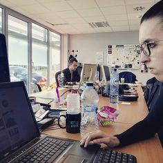 Quand les boss sont en réunion, il ne reste que les stagiaires 😉😉 #student #meeting #entreprendre #entrepreneur #projet #startup #digitalnomad #freelance #infographic #marketing #homeoffice #work #coworkinglife #coworking #busibesscenter #businesscenter #nomadlife