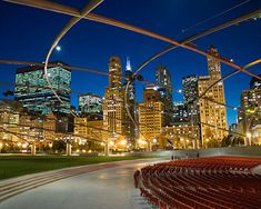 The most popular feature of Millennium Park in Chicago is the Jay Pritzker Pavilion, which is a band shell designed by world-renowned architect Frank Gehry. This extraordinary concert venue has 4,000 fixed seats, as well as an additional lawn seating for 7,000.