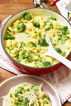 Ear noodles are fun to eat. Together with broccoli and peas, they become the green ear noodle pot. Ear noodles are fun to eat. Together with broccoli and peas, they become the green ear noodle pot. Noodle Recipes, Veggie Recipes, Soup Recipes, Vegetarian Recipes, Dinner Recipes, Healthy Recipes, Vegetable Soup Healthy, Healthy Soup, Broccoli Pasta