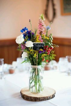 Wildflowers for a budget wedding / http://www.himisspuff.com/boho-rustic-wildflower-wedding-ideas/11/