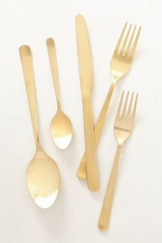 I love this gold flatware!