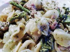Sausage & Broccolini Orecchiette with Pesto. Love the quick and easy dishes! Sweet Italian sausage is combined with the pasta, broccolini, chili flakes, parmesan cheese, and pesto. Save $40 off 1st HelloFresh box with code 9E93XP. #HelloFreshPics