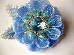 Schemas for blue flower.  Russian site, no description ~ Seed Bead Tutorials