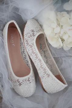 hochzeitsschuhe elfenbein IVORY LACE round toe flats with mini PEARLS - Women Wedding Shoes, Bridesmaid Shoes, Bridal Shoes - s m a l l w e d d i n g - Wedding Boots, Boho Wedding, Ivory Wedding, Floral Wedding, Wedding Reception, Dream Wedding, Ivoire, Comfortable Shoes, Wedding Inspiration