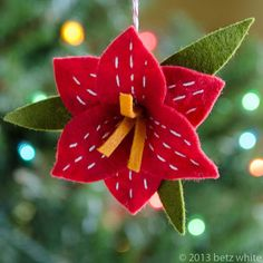 Looks easy enough-- Holiday Stitch-along Ornament Club Christmas Amaryllis - Betz White Glue Crafts, Felt Crafts, Felt Christmas Ornaments, Christmas Crafts, White Christmas, Felt Flowers, Fabric Flowers, Origami Wreath, Embroidery Floss Crafts