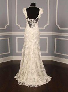 vestido de noiva com recortes na renda chantilly