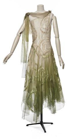 Evening dress, by Madeleine Vionnet, 1929, Les Arts Décoratifs, Paris. Photographer: Jean Tholance. Via Europeana Fashion.