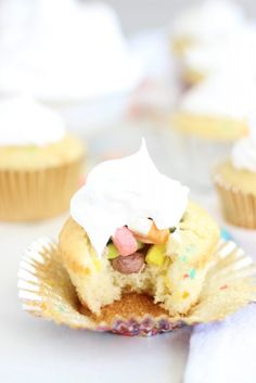 The Gold Lining Girl | Lucky Charms Cupcakes with Marshmallow Frosting | http://thegoldlininggirl.com