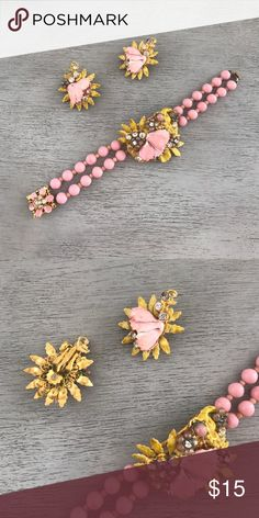 Vintage costume jewelry set Bracelet and clip on earrings. Jewelry Bracelets