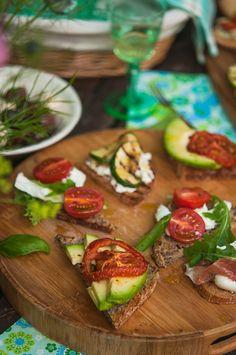 Avocado and roasted tomato bruschetta | Gourmantine