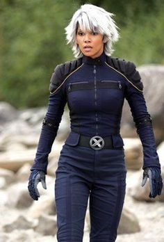 Halle Berry as Storm, X Men, Hottest Superheroes Halle Berry Storm, Halle Berry Hot, Marvel Dc Comics, Marvel Heroes, Wolverine, Pictures Of Halle Berry, Storm Cosplay, Storm Costume, Scarlet