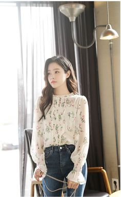 IU's floral blouse is perfectly off-set by high-waist jeans for a flawlessly simple spring look.
