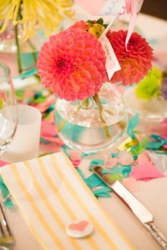 pink, turquoise decor, dahlia flowers