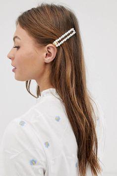 Buy DesignB London faux pearl rectangle hair clip at ASOS. Get the latest trends with ASOS now. Work Hairstyles, Headband Hairstyles, Hairdos, Bridesmaid Hair Half Up, Bridesmaid Hair Accessories, Barrettes, Long Black Hair, Hair Claw, Pearl Hair