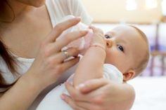 Η μετάβαση από το θηλασμό στο μπιμπερό Breastfeeding, Holding Hands, Children, Baby, Young Children, Boys, Breast Feeding, Kids, Child