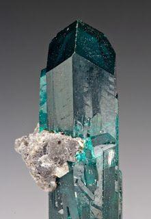 Ouro Topázio Azul - o maior do mundo Esmeralda - a maior do mundo Diamante Cameresi Rubi Augelite Daum Safira ...