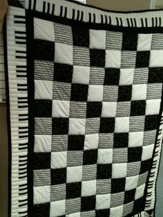 As a person who took piano lessons fr 17 yrs, I just love this quilt idea