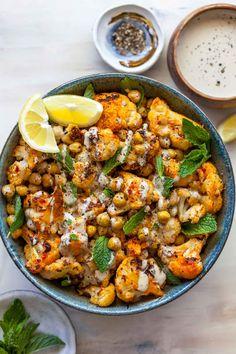 Roasted Cauliflower Salad, Roasted Chickpea Salad, Chickpea Salad Recipes, Cauliflower Recipes, Harissa, Vegetarian Recipes, Healthy Recipes, Vegetarian Dish, Nutritious Snacks