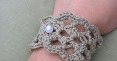 Tina  közzétett egy újabb karkötő-mintát. Természetesen ki kellett próbálnom :) Tina  hat eien neue Häkelanleitung zum Armband gezeigt. Ich ... Crochet Earrings, Jewelry, Fashion, Bangles, Necklaces, Tricot, Bracelet, Moda, Jewlery