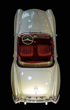 Mercedes-Benz 190SL -- I have never seen this color combo before