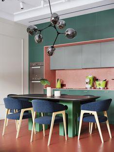 Paleta de cores complementares decompostas: rosa verde e azul criam clima alegre na cozinha Green Home Decor, Hippie Home Decor, Cheap Home Decor, Kitchen Interior, Kitchen Design, Kitchen Decor, Colour Blocking Interior, Color Blocking, Table Ikea