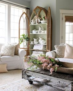 Farmhouse Living Room Decor Ideas - Farmhouse design has particular features, yet it's not one dimension fits all. Take a look at these differed examples of farmhouse design living rooms. Living Room Decor Country, Shabby Chic Living Room, Country Farmhouse Decor, French Country Decorating, French Farmhouse, Farmhouse Style, Modern Farmhouse, Country Kitchen, French Cottage