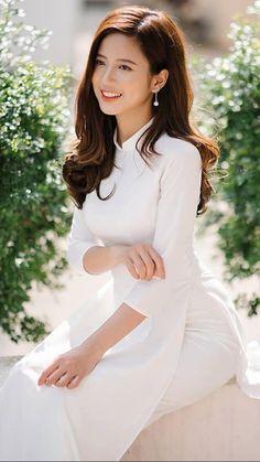 Beautiful Asian Vietnamese Girl in White Ao Dai. Vietnamese Traditional Dress, Vietnamese Dress, Traditional Dresses, Ao Dai, Beautiful Indian Actress, Beautiful Asian Women, Vietnam Girl, Indian Designer Outfits, Cute Asian Girls