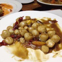 Adobo scallops @ Gigantes island Filipino Recipes, Black Eyed Peas, Scallops, Beans, Foods, Island, Vegetables, Food Food, Block Island