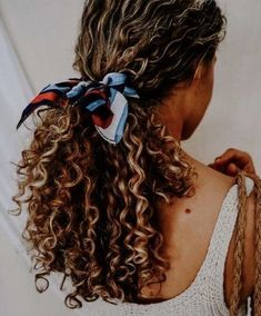 Beautiful long curly hair # scarf # scarfhairstyle # hairstyle # hairstyleidea # curlyhair # bigcurlyhair for curly hair Casual Hairstyles, Scarf Hairstyles, Hairstyles For Curly Hair, Wedding Hairstyles, School Hairstyles, Curly Hair Buns, Curly Hair Hacks, Curly Hairstyles For Medium Hair, Long Curly Hair