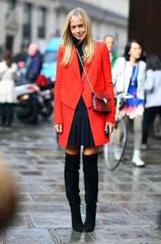 #MeredithMellingBurke looking brilliant in that red topper in Paris.  #streetstyle