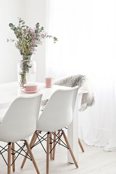 Spring Pastel Dining Chair Modern And Minimalist Style http://decorspace.net/spring-pastel-dining-chair-modern-and-minimalist-style/