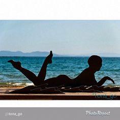 """Siluetes estiuenques a la vora del mar. Bons records que ens comparteix @tona_go - gràcies! -> """"#mysummeraroses #aroses #incostabrava #visitroses"""""""