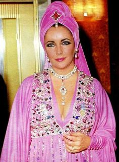Elizabeth Taylor wearing La Peregrina bought for her by Richard Burton.