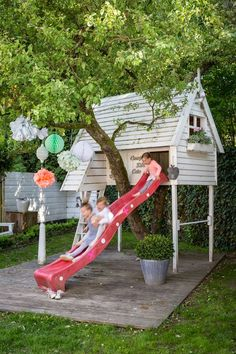 I like how the play house goes over the tree...Fun playhouse / tree house for kids....