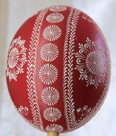 Eastern Eggs, Egg Shell Art, Ukrainian Easter Eggs, Egg Designs, Egg Art, Christmas Decorations, Holiday Decor, Egg Decorating, Egg Shells
