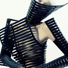 hyuna shin Gareth Pugh Amazing Extreme Futuristic Fashion hyuna shin - New York City-based photographer Hyuna Shin's recent series 'In Gilded Captivity' is an exploration of the stranger and darker si. Foto Fashion, 3d Fashion, Dark Fashion, Editorial Fashion, Fashion Design, Unique Fashion, Simply Fashion, Weird Fashion, Latex Fashion