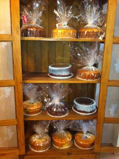 Baking Packaging, Dessert Packaging, Bakery Store, Bakery Cafe, Bake Sale Displays, Brownie Shop, Mini Christmas Cakes, Miss Cake, Bakery Kitchen